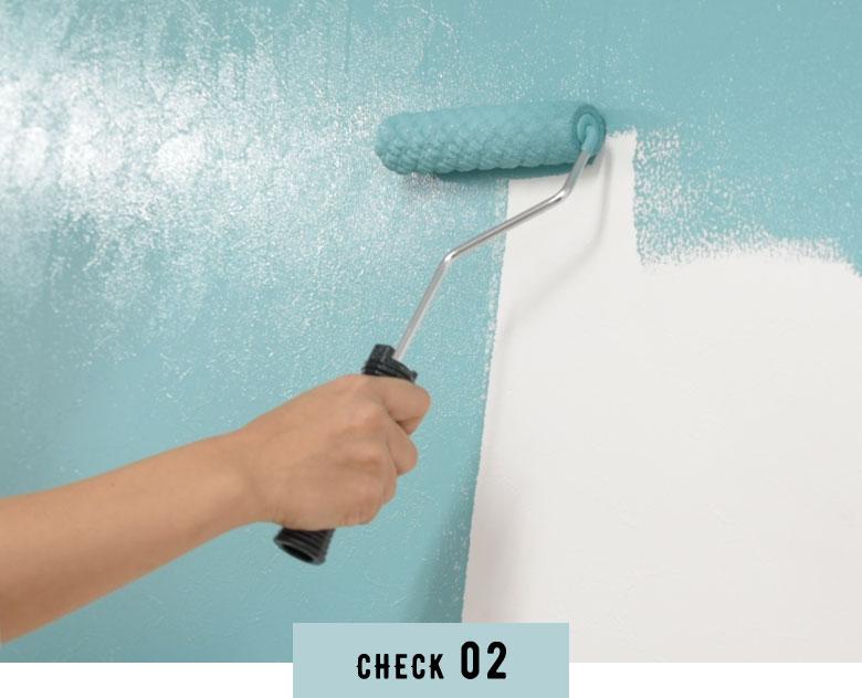 壁紙の上からそのまま塗れる手軽さ。