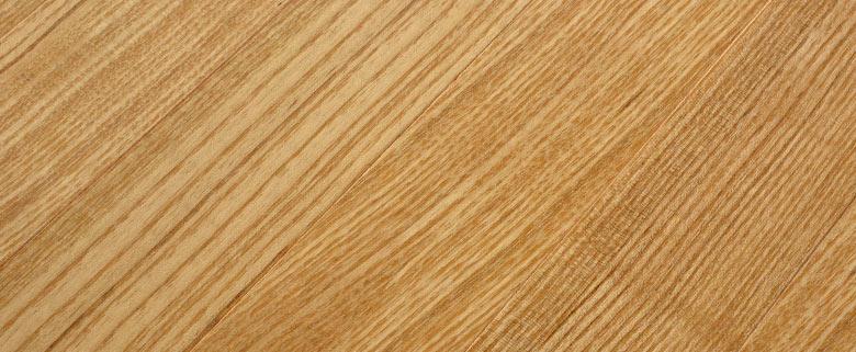 原材料に天然木を使用